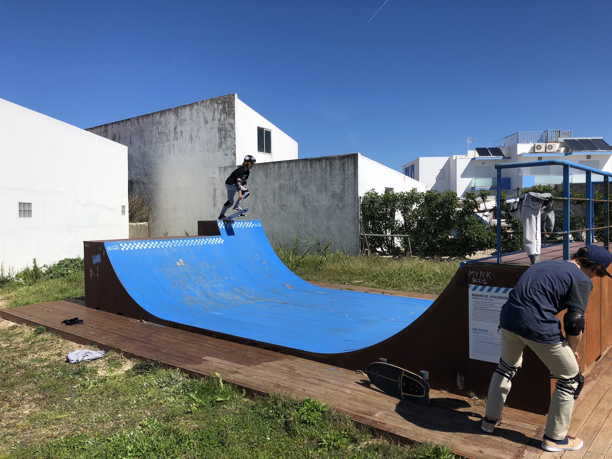 Mini Halfpipe en OTRO SURF CAMP